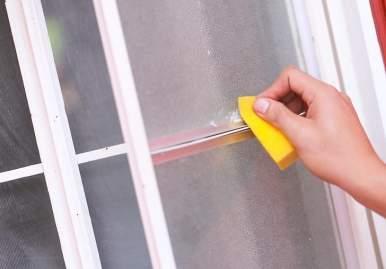 Как можно очистить скотч от пластикового окна: обзор эффективных средств в Белгороде